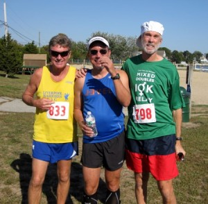 Boston Marathon winners Geoff Smith (left, 1984-85) and Amby Burfoot (right 1968) in 2014 (betweent them, some unknown slow guy)